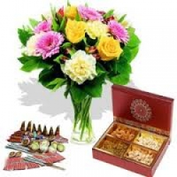 Flowers N Cracker Hamper 2